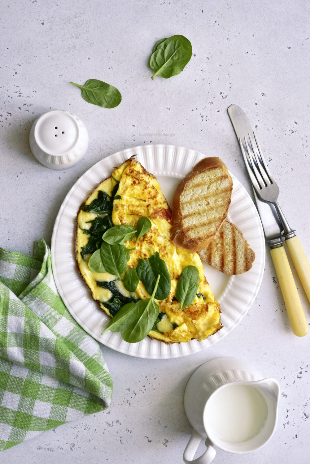 Healthy Omelet with Spinach and Cheese