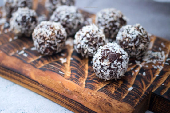Chocolate Coconut Protein Balls with Oats